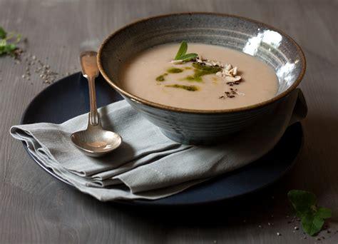 alles ohne knoblauch weisse bohnen mandel suppe mit salbei