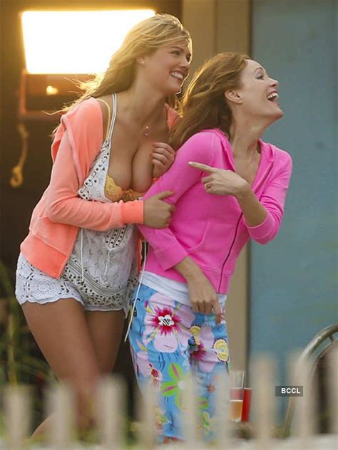 Kate Upton looks pretty in a sexy number on the sets of ...
