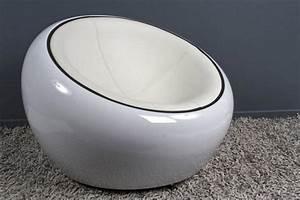 Fauteuil boule design rond blanc fauteuil design boule for Fauteuil rond pivotant pas cher
