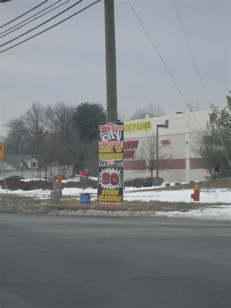 dead and dying retail circuit city and office depot in