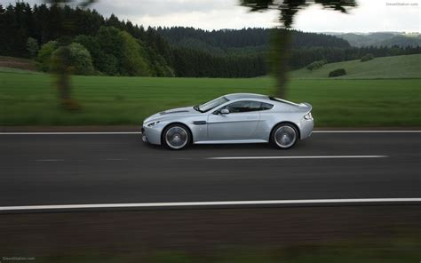 aston martin  vantage widescreen exotic car photo
