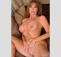 Hot Milf With Big Boobs Getsbored And Plays Around With