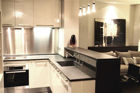 modeles de petites cuisines modele cuisine ilot central un lot de cuisine bicolore