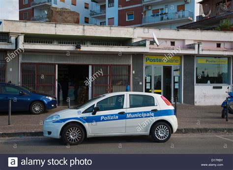 Ufficio Postale Pozzuoli Polizia Municipale Auto Della Polizia Di Fronte All