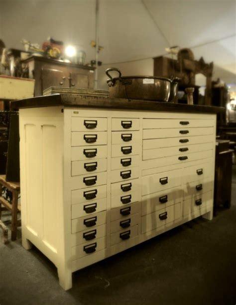 ilot de cuisine antique voyage dans le temps à l 39 exposition d 39 antiquités d 39 eastman