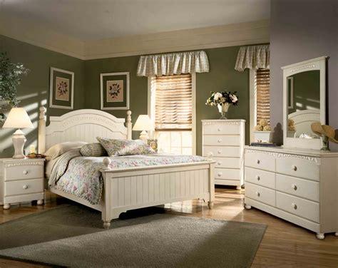 Cottage Bedroom Set by Furniture In At Gogofurniture