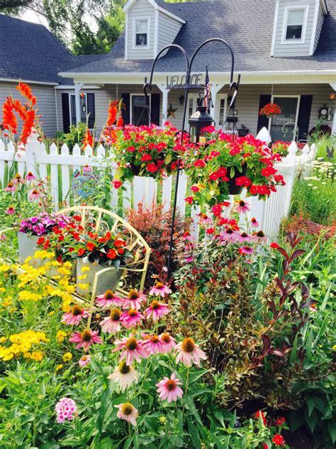 Picket Fence Garden • 1001 Gardens