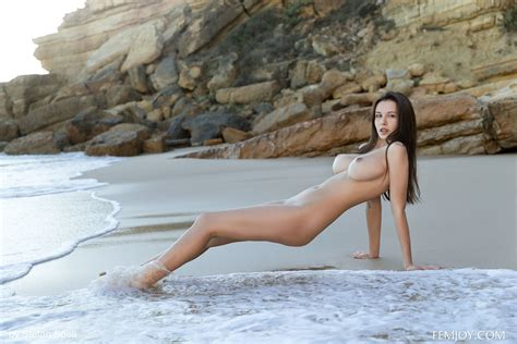 Girls Nude At Beach Naked People On The Nudist Beach