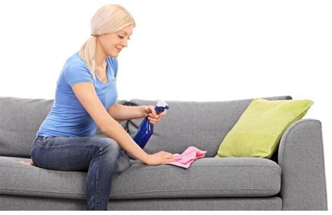 produit pour nettoyer canapé en tissu nettoyer et entretenir un canapé ou fauteuil en tissu
