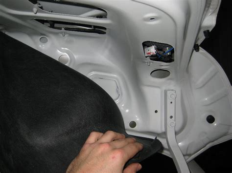 how to replace light bulbs ehow autos post