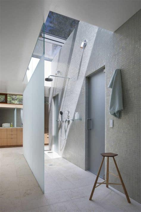 canapé angle beige une salle de bain sous pente ou sous combles en 52 photos