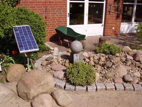 Mit Solarbrunnen Energieeffizient Den Garten Verschönern