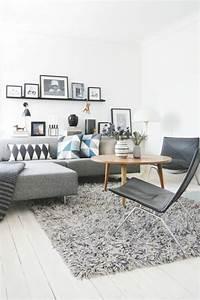 Wohnzimmer Scandi Style : comment d corer le mur avec une belle tag re murale ~ Frokenaadalensverden.com Haus und Dekorationen