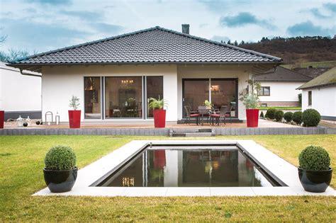Moderner Bungalow Mit Garage by Bungalow Ebenerdig Schw 246 Rerhaus