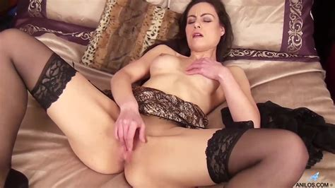 brunette babe michelle khan gives you a tour of her pussy porndoe