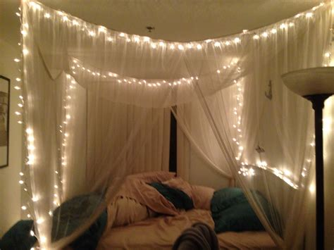 canapé lits twinkle lights in canopy bed bedroom