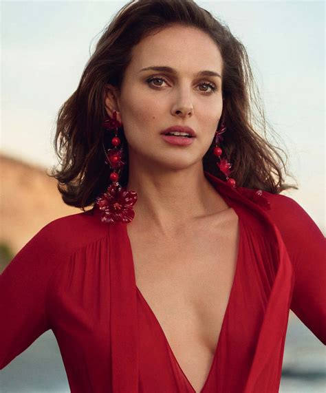 Natalie Portman Is A Red Hot Casual 'mysterious Girl' By