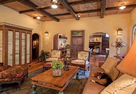 meuble sous bureau maison rustique à l intérieur en bois et ambiance bien