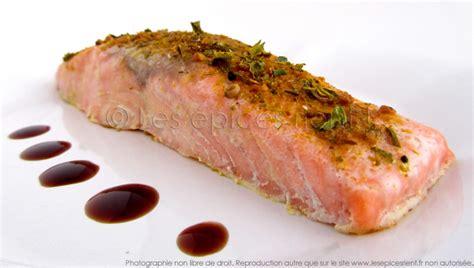 pav 233 de saumon aux 233 pices cuisson 224 l unilat 233 rale les