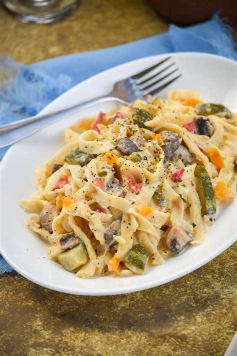 Fettuccine Alfredo Primavera - Honest Cooking