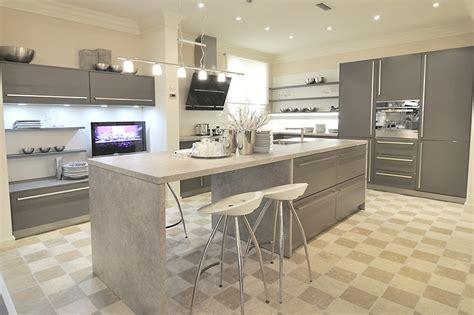 cuisine contemporaine avec ilot central cuisine classique grise avec ilot central aubagne