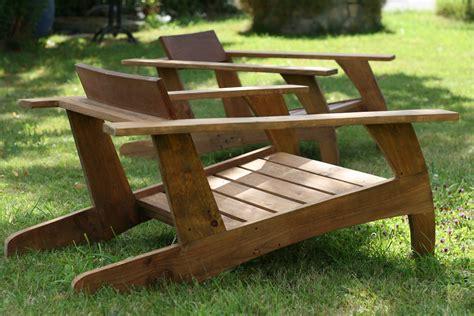 chaise en bois de palette chaise en bois de palette design ée 30 walnut stain