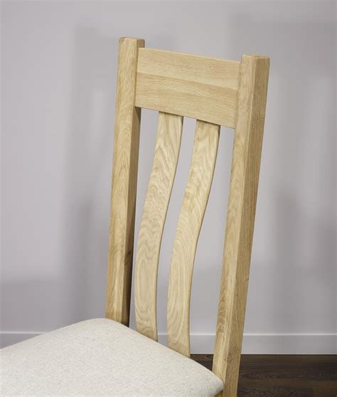 chaise en chene chaise léonor en chêne massif assise tissu finition