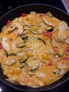 Dillsauce Einfach Schnell : h hnchengeschnetzeltes mit paprika und zucchini in ajvar cr me fra che sauce rezept mit bild ~ Watch28wear.com Haus und Dekorationen