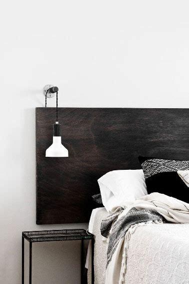 Une Tête De Lit Et Une Table De Fabriquer Une Tête De Lit En Bois Peinte En Noir