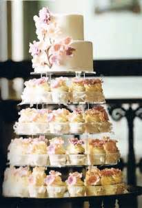 wedding cake and cupcakes best 25 blue wedding cupcakes ideas on teal cupcakes blue small wedding cakes and