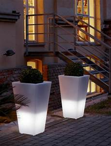 pot de fleur lumineux invitez la lumiere dans vos maisons With chambre bébé design avec fleurs artificielles pour l extérieur