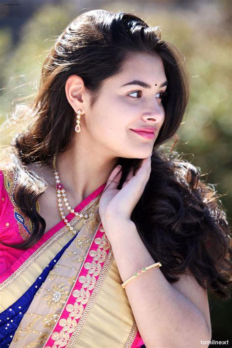 Actress Divi Prasanna Photoshoot HD Stills - TamilNext