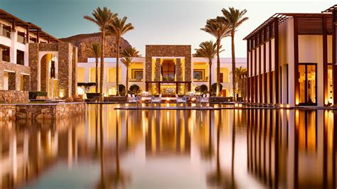 Benefits and the Features of Staying in a Luxury Hotel