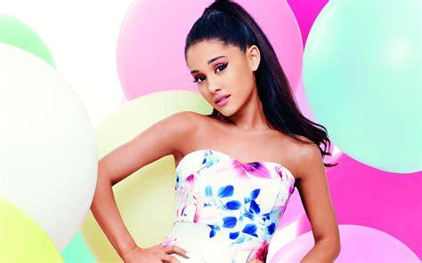 Ariana Grande 2017 Wallpaper