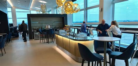 Review British Airways Gatwick South First Class Lounge