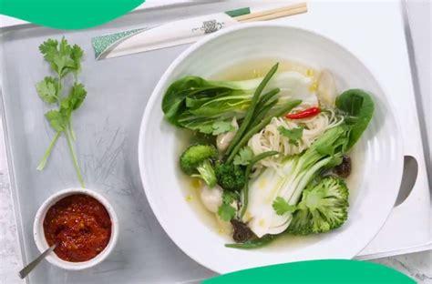 soupe asiatique de nouilles au poulet  aux legumes la