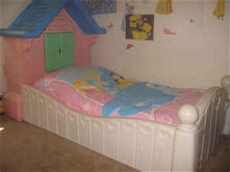 tikes cottage bed mybundletoys tikes cozy cottage toddler bed