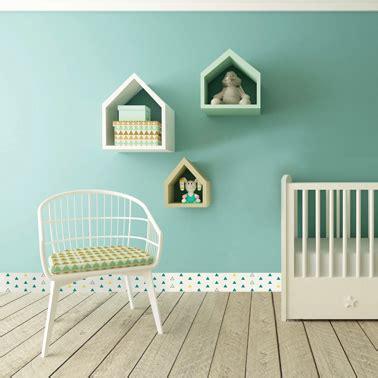 chambre bebe vert d eau la chambre bébé s 39 habille de plinthes pvc déco