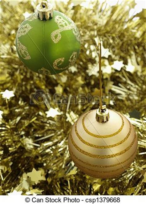 pictures of green and gold christmas decorations baubles