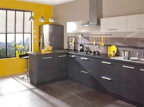 les decoration des cuisines cuisine noir blanc jaune