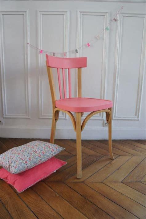 relooker chaise en bois les 25 meilleures idées de la catégorie chaises peintes sur chaises pour table à