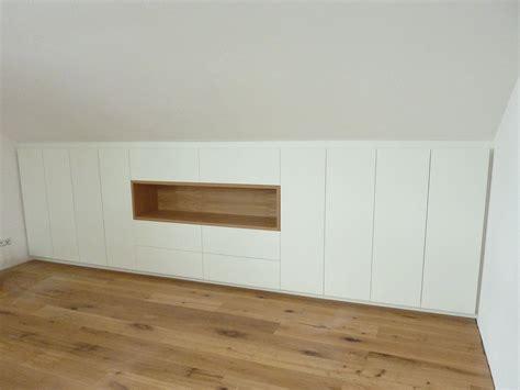 einbauschrank schlafzimmer dachschräge einbauschrank in dachschr 228 ge und eiche korpus unterm