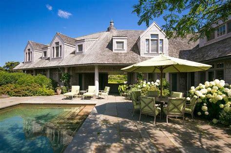 acre marthas vineyard family estate   million