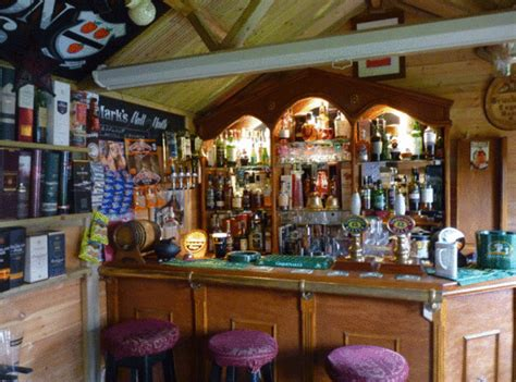 Shed Pubs by Pub In A Shed Is S Touching Tribute To His Late