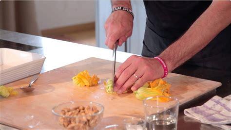 pasta fiori di zucchina le ricette pennette con fiori di zucchina olive