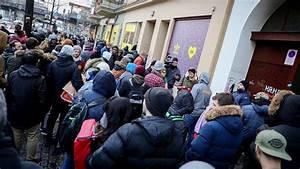 Bvg Shop Berlin : schlangestehen f r die bvg sneaker von adidas handelszeitung ~ Orissabook.com Haus und Dekorationen