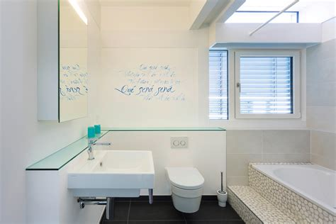 Fliesen Holzoptik Mit Schrift by Wandgestaltung F 252 R Das Badezimmer Bilder Ideen