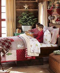 Christmas bedroom This bedding is so festive I d never