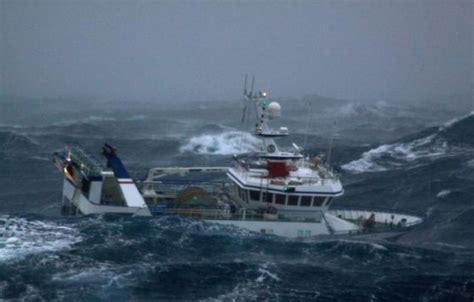Fishing Boat Storm Movie by Massive Waves Pummel Fishing Boat In The North Sea 10