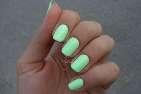 vert fluo les ongles de nany